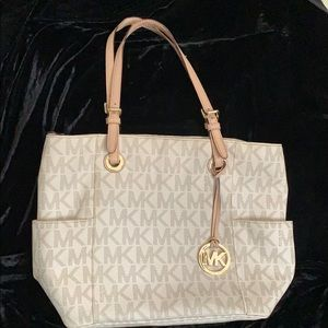 ⭐️Michael Kors Shoulder Bag. EUC